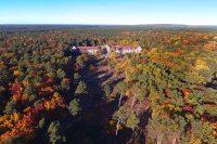©Baum&Zeit Baumkronenpfad Beelitz-Heilstätten Luftaufnahme Chirurgiegebäude mit Waldpark