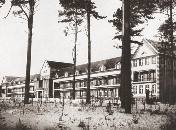 Baum&Zeit Baumkronenpfad Beelitz-Heilstätten historische Aufnahme Chirurgie
